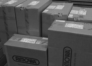 出荷前のリモワ スーツケース